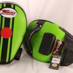Twins KPL-11 Kicking Pads – Curve-Black Green